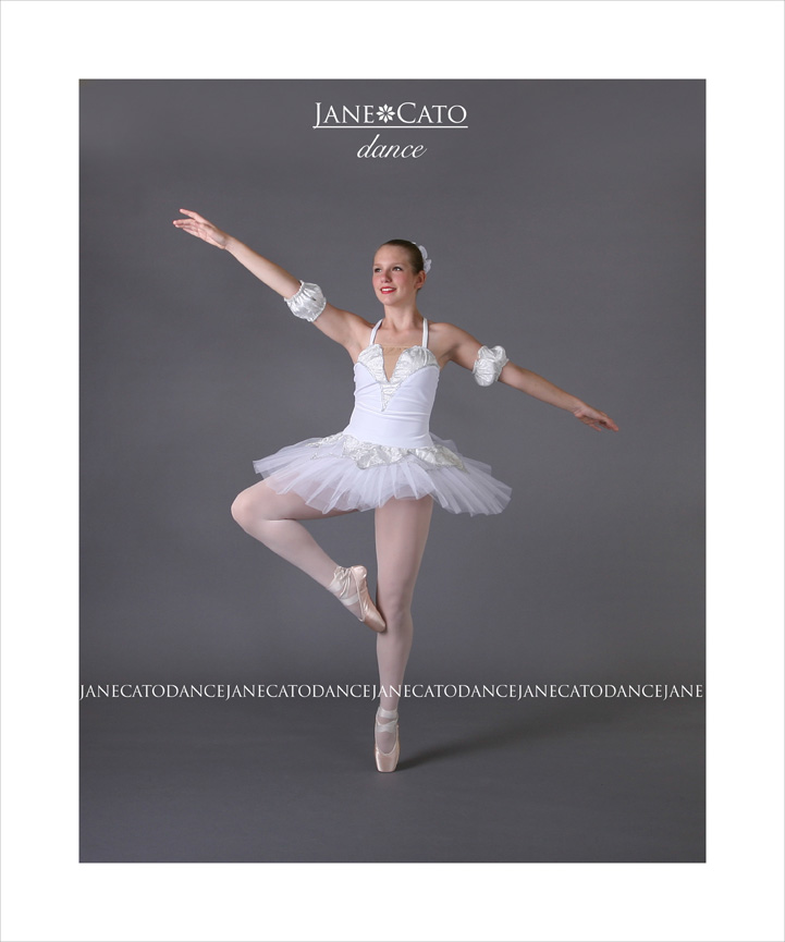 Pointe shoe ballet dance pose Cato